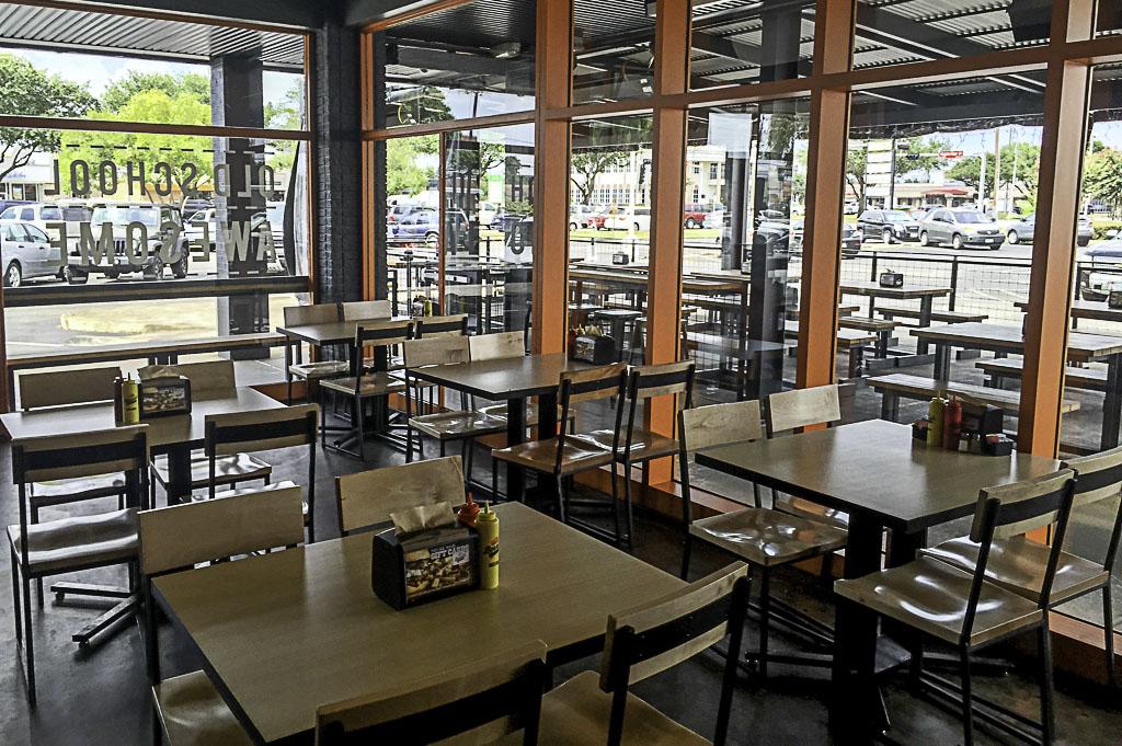 Bernies Burger Bus Good Eats Houston Mike Puckett Photography_0011_Bernies Burger Bus Good Eats Houston Mike Puckett Pho