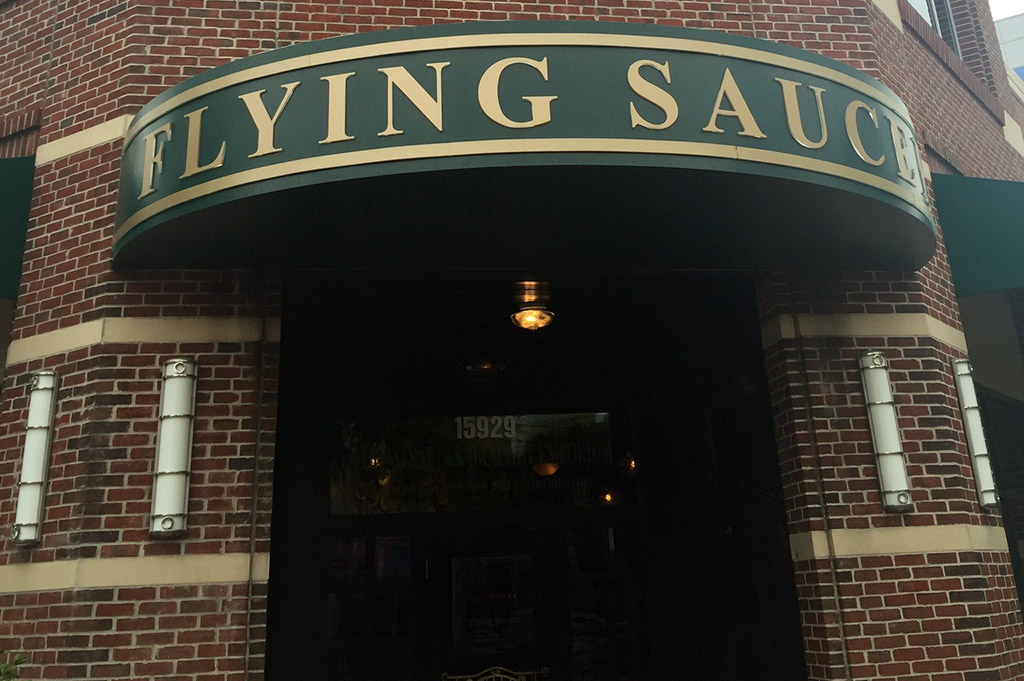 Flying Saucer Good Eats Houston-Local-Travel-Guide-Mike-Puckett-DDM
