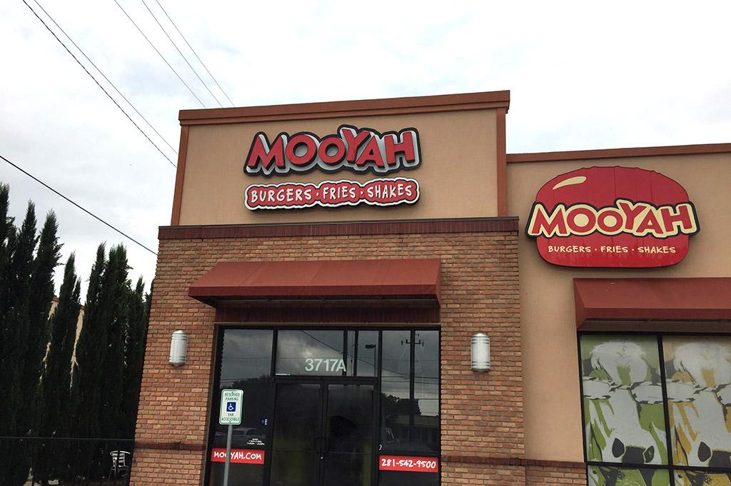 MOOYAH Good Eats Houston-Local-Travel-Guide-Mike-Puckett-DDM