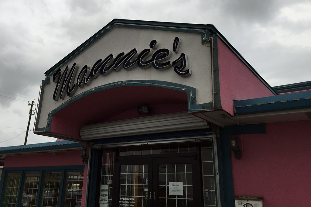 Mannie's Seafood Restaurant Good Eats Houston-Local-Travel-Guide-Mike-Puckett-DDM