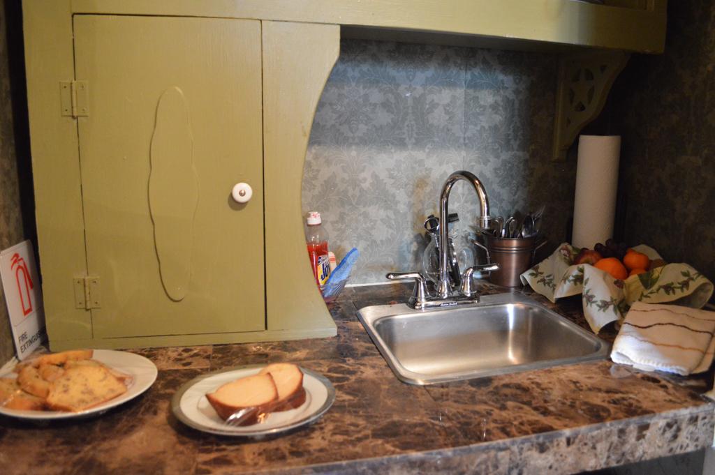 Clipper House Inn Good Eats Kemah Texas Mike Puckett GEHW (4 of 24)